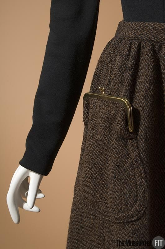 Pocket purse on Pinterest. Museum at FIT
